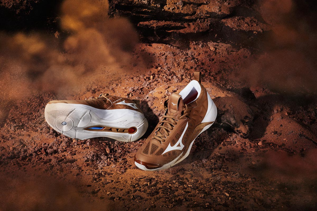 8-Mizuno-Wave-Momentum_Step-on-Mars